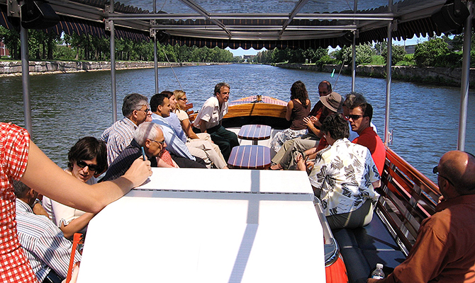 Boat tours to be offered this summer on Montreal's historic Lachine Canal